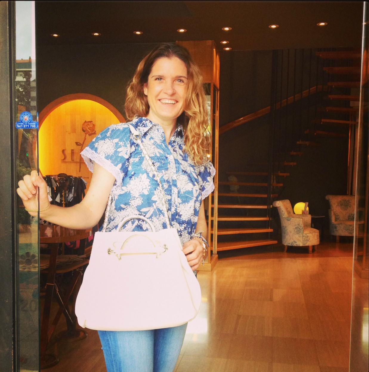 camisa mujer Moschino -bolso Iblues