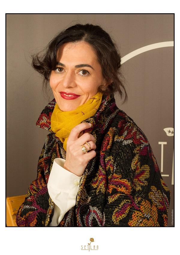 Angela con abrigo de Love Moschino 2