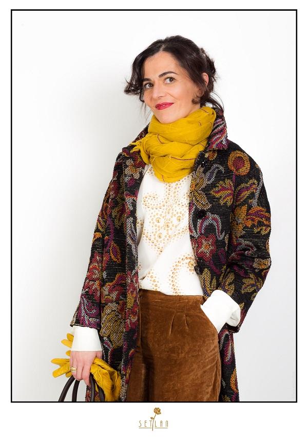 Angela con blusa de seda de Moschino Cheap&Chic